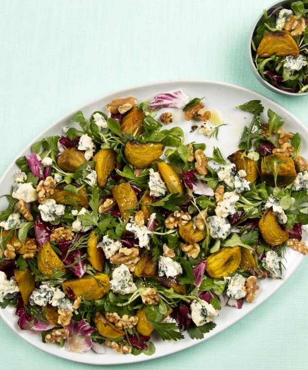Recipe -  Roasted yellow baby beets with lamb's lettuce, walnuts and Saint Agur cheese