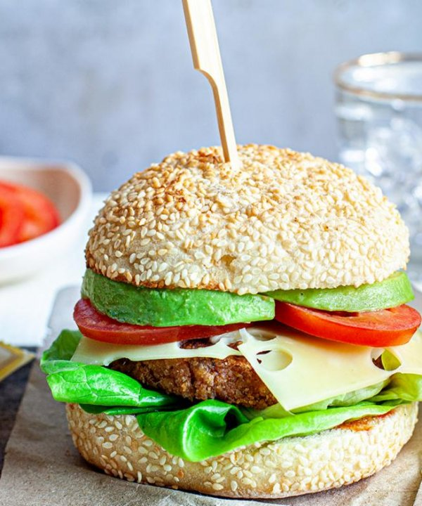 Recipe - Veggie burgers with Jarlsberg cheese